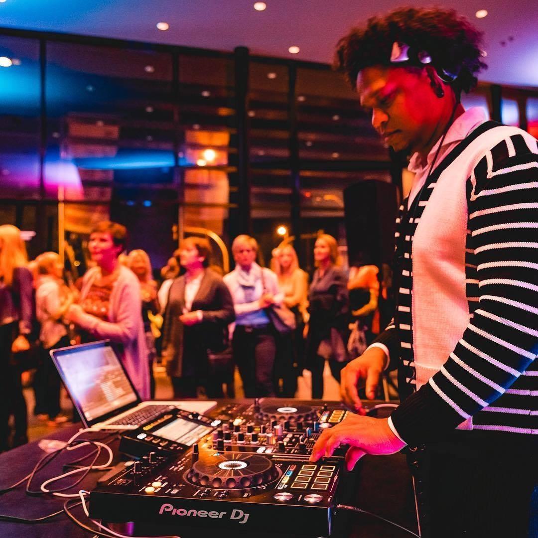 DJ Plus Live Act